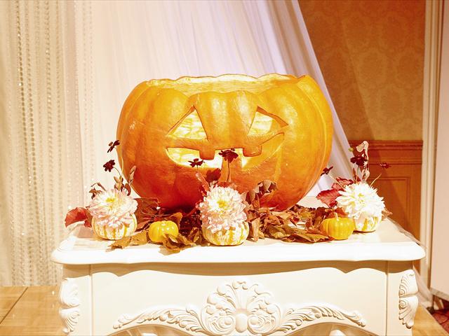 10月限定☆Halloween仕様で大きなカボチャをくり抜いた特製メインキャンドルへ点火