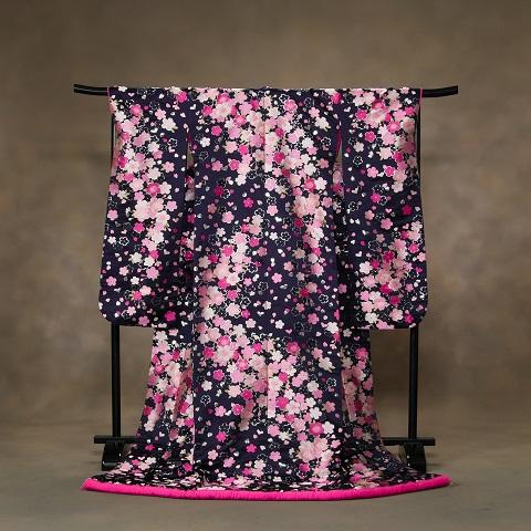 【神田うのデザイン】 紺地に鮮やかな桜とハート柄がキュートな一着