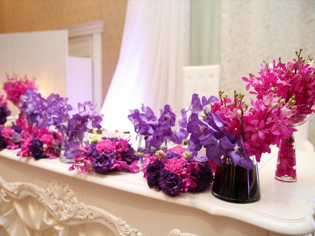 フラワーコーディネーターとじっくり相談をしてコダワリの花々で皆様をお迎え
