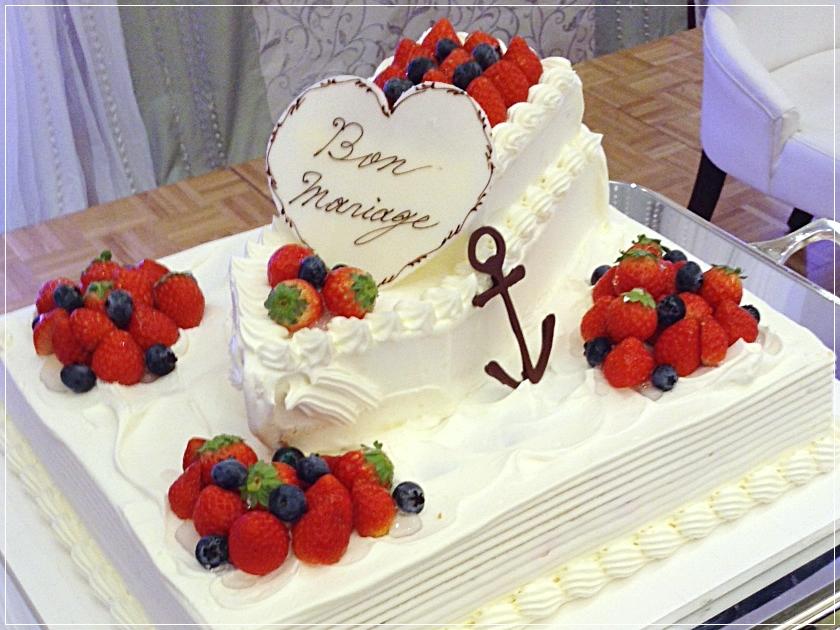 Azurプランのオープニング特典の船を模ったウェディングケーキ