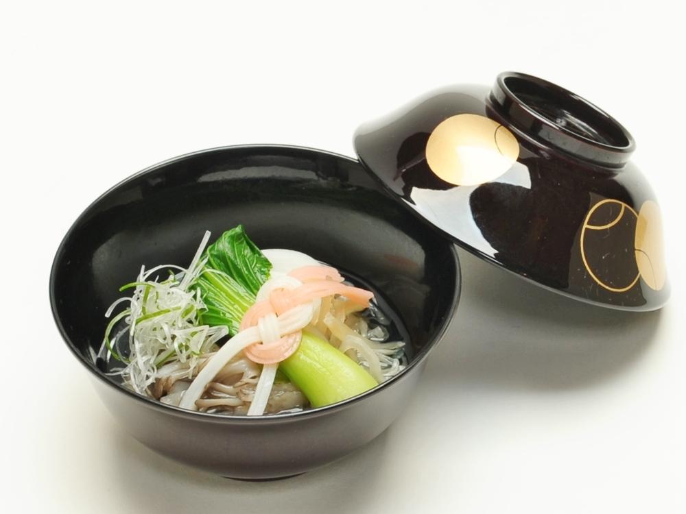日本料理の繊細な技術が光る椀盛の一品