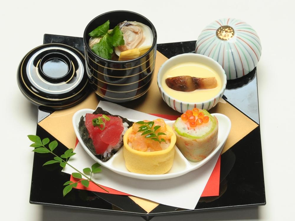 華やかな変わり寿司に季節のミニ茶碗蒸しと小吸物を添えた一品