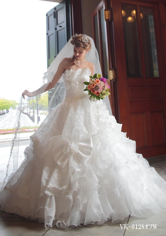 ふんわりとしたタッキングと大きなリボンがキュートなドレス